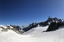 海拔4819米的阿尔卑斯山脉主峰-勃朗峰及周边。