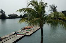 来到马来西亚波德申海边,马六甲海峡的西段,在大海里游游泳,海边坐坐很美。
