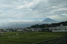 来看日本富士山、听说一年只有70天左右才能看到。然后昨天刚台风,本来不带希望,没想到看到了。真的挺好