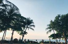 洲际酒店与Rimba风格各异,Rimba是时尚洋气的,洲际是传统庄正的,Rimba是看水+悬崖+无边