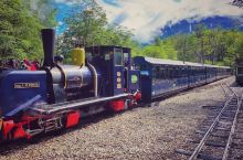 """在世界最南端的火车站,搭乘世界最南端的小火车前往泛美公路最南端-""""世界de尽头""""。。"""