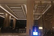 自从4.21以后,这是第一次踏进科伦坡香格里拉酒店。一切都没有变,而且更加金鐾辉煌,富丽堂皇,人们仿