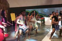 文化大不同呐。。毛利舞  Bee蜂蜜发布会现场花絮毛利舞,新西兰特有的一种舞蹈形式用最原生态的方式展