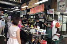 台灣台中吃吃喝喝-台中第二市場,王記菜頭粿、老賴紅茶、生魚片立食等..... 當地人最愛的美食