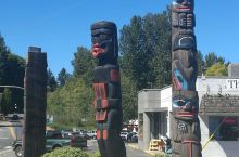 在温哥华岛,路过一个图腾小镇。