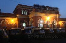 阿格拉堡是印度阿格拉市的一座历史要塞。 它在1638年之前是莫卧儿王朝皇帝的主要住所,之后首都从阿格