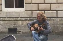 街头艺人的情歌是来教堂的人们通往天堂之门的前奏……游英格兰BATH之旅……