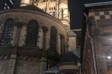 图一图三都是波士顿三一教堂,晚上只能在外面兜一圈看看。图三古今结合,还挺有意思的。图二是在后湾区发现