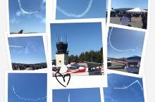 5号艳阳高照,是个适合看飞行表演的天 来到利佛摩尔机场,展示的各色小型飞机,造型各异,色彩搭配奇思妙