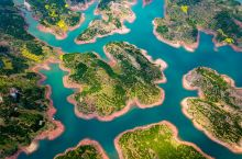 [用上帝视角欣赏千岛王国]高空俯瞰油菜花海点缀下地杭州千岛湖,仿佛一副副美丽动人地山水画卷。远离淳安