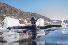贝加尔湖冰潜水  水肺和自由潜一起夯