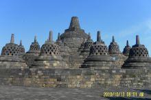 """#2010.10印尼之旅# 此行的重点就是""""婆罗浮屠"""",当时我们因为拿它和吴哥壮观来相对,于是会有所"""