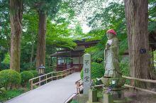 日本北海道岩手县的世界文化遗产中尊寺,始建于公元850年,为日本天台宗。这座古寺位于森林中,高耸的树