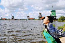 「荷兰·欧洲」荷兰首都阿姆斯特丹是一座水上的城市。大大小小的河流一圈又一圈把整座城市环抱,出门行走,