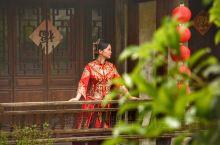 五一假期去哪玩?江苏有个千年荡口古镇,人少景美适合拍新婚照!江南水乡的美,是画舫三千、花开巷角,更是