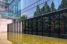 五一小长假宅上海体验设计酒店。LHW旗下的璞丽,典雅质朴的主基调下点缀复古中式摆件,处处彰显禅意,配