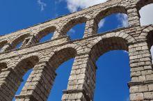 宏伟壮观的古罗马大渡槽,人类文明的奇迹 古罗马大渡槽是塞哥维亚最具标志性的建筑,始建于公元1世纪,距
