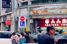 广州 上下九步行街 上下九步行街是广州市三大传统繁荣商业中心之一,地处广州老西关,东起上下九路,西至