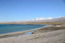 到佩枯错的县道非常好走。风景很美,路上可以看见希夏邦马峰。