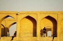 #旅行笔记&伊朗·伊斯法罕半天下# 伊斯法罕 九百年前的首都 五百年前的繁华 四百年前的石桥 不过都