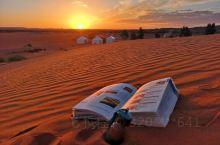 撒哈拉之夜,与星空为伴。 位于非洲北部的撒哈拉沙漠,面积约 906 万平方千米,既是世界最大的沙质荒