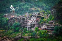 #从上海到遵义#遵义必逛的古镇,丙安古镇  丙安古镇,依着赤水而建,房屋是由数百根圆木支撑的吊脚楼,