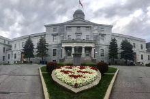 麦吉尔大学(McGill University),简称麦吉尔,坐落在加拿大魁北克省蒙特利尔市,是一所