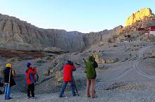 2009年10月中旬 我们从神山圣湖地区来到这里  一大早摸黑看  日出的古格遗址景色