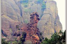 江西龟峰属世界自然遗产龙虎山丹霞地貌一部分,以独特造型博得世人青睐,这里的石峰、石柱和形状奇特石可以