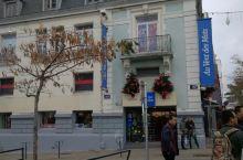 在法国洛里昂港口外边的小镇拍的,很温馨的小镇,人都很礼貌