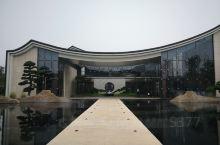 江口水镇。位于彭山县武阳镇。江口是岷江流域的第一大码头,也是张献忠沉银的地方。府河、南河在这里汇合形