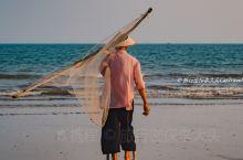 京族   海上牧歌   高跷捕鱼  这种仅在广西东兴的京族三岛可以见到的景象,京族人戴着斗笠,踩着高