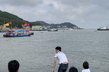 景区不大,一会儿就逛完了,有个小型水上乐园,还能坐船海上转一圈