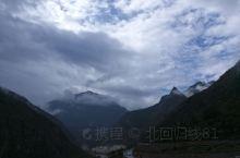 甲居藏寨,如果不是住宿在里面,感受下安静闲适的氛围,也就没多大意思。寨子都是后修建的,商业化严重,而