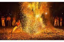 """磐安炼火被列入浙江省第一批非物质文化名录,磐安县被命名'浙江省民间艺术(炼火)之乡,炼火又称""""踩火"""""""
