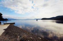 今天去了桓仁湖,作为十一自驾的最后一个景点。虽然景区正门标注,整修暂不开放(桓龙湖湿地公园),但我不