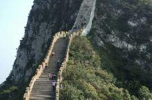 不到长城非好汉,到了北京怎么可以不来长城呢,哪怕只是来打卡一下,相比较更有名的八达岭长城,慕田峪的长