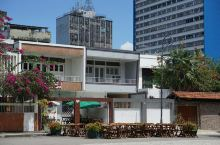 这家餐厅位于玛瑙斯的市中心广场,是一家非常典型的墨西哥烤鱼店。这家的烤鱼选用新鲜的海鱼,加上铁板烧烤