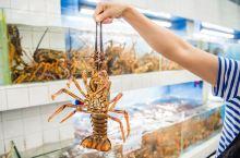 打卡三亚网红美食广场 每次三亚度假之旅,美食总是成为第一主题,我们挑选美食餐厅的标准是位置好、环境优