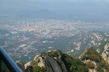感叹凤凰山的险峻 ,更感叹登山人的勇气 !