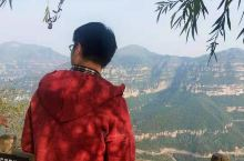 大行屋脊 太行屋脊景区妍秀如娥嵋,雄伟胜泰山,险峻如华岳,深幽如衡山。红岩壁立万仞,绿树碧映千山,山