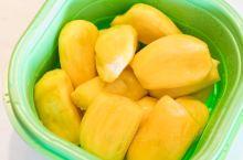 三亚水果攻略叫  来三亚琳琅满目的热带水果怎么能错过啊!叫个猩猩不出门也能吃到新鲜水果。 - 去三亚