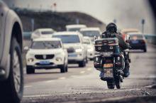 【独库公路】  如果你喜欢自驾 此生必须走一次独库公路  景色绝对秀美 路途足够苍凉  乌市出发 转