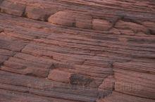 波浪谷也叫靖边红沙岩峡谷,位于陕西靖边龙州。美丽的红砂岩地质,给人带来不同的震撼。红色石头像泥石流一