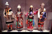 服装是一种文化,也是一种语言,更是一种群体性记忆。青海藏文化博物馆的藏装,记录了60年来人们生活发生