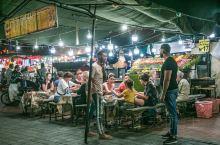 较之阿拉伯发音,我更喜欢另外一个名字,不眠之夜广场。在国内时都说长沙广州夜生活丰富,也确实丰富,比如