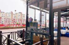 屋顶花园里的海鲜餐  2019-10-26  [环境]酒店的露台,虽然地方不算大,但是新开的,非常干