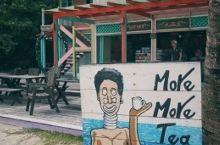 来到热浪岛才知道么么茶是一个礼品店,立在拉古娜度假酒店(Laguna)旁边,不算很显眼,但我们绝不会