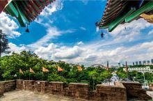 晴川阁是湖北省重点文物保护单位。位于武汉城内汉阳龟山东麓长江边的禹功矶上。晴川阁始建于明代嘉靖年间,