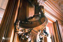 犹如哈利波特的魔法世界:古埃尔宫 这里是高迪早期的宫殿作品,原是加泰罗尼亚工业大亨古埃尔的住宅,位于